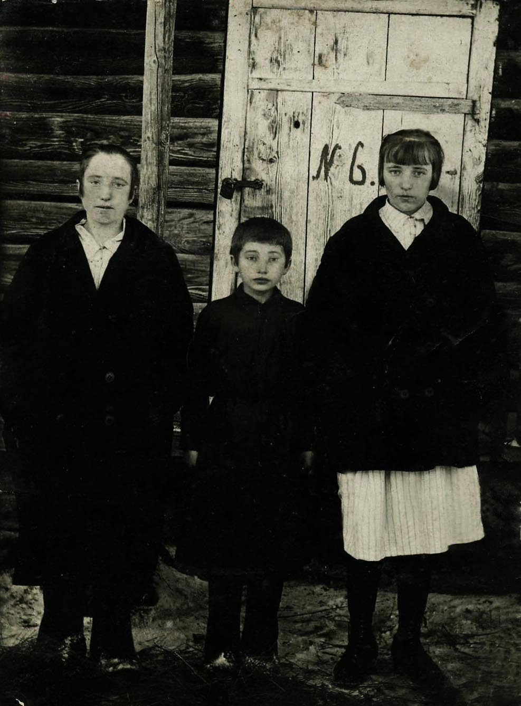 Три сестры и один брат и мать 22 фотография